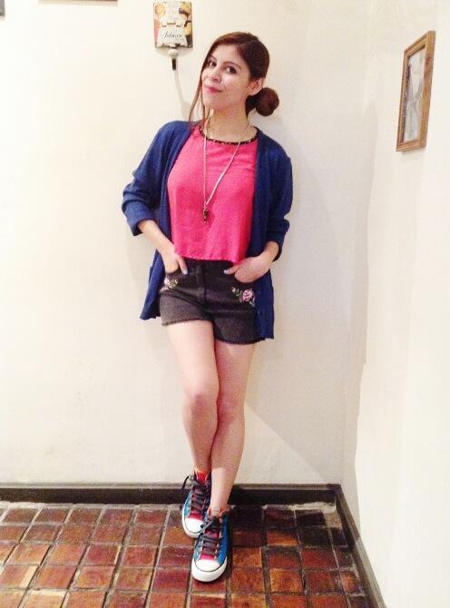fuchsia-top-blue-cardigan-shorts-summer