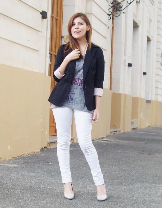 arctic-monkeys-tee-gray-black-blazer-white-jeans-streetstyle01