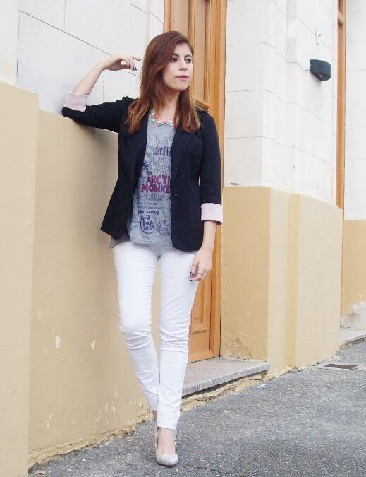 arctic-monkeys-tee-gray-black-blazer-white-jeans-streetstyle10