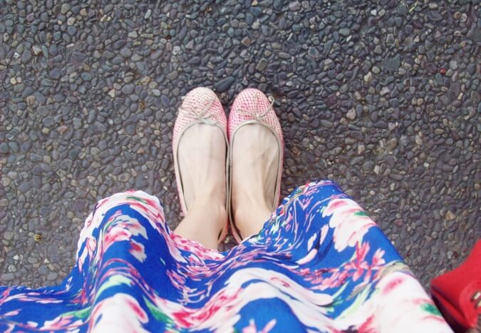 blue-floral-dress-pink-ballerinas-streetstyle-coral-girly-feminine-ladylike05