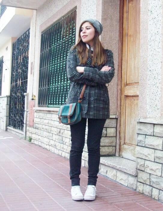 grey-plaid-coat-striped-sweater-pattern-mix-fall-winter-2015-streetstyle02