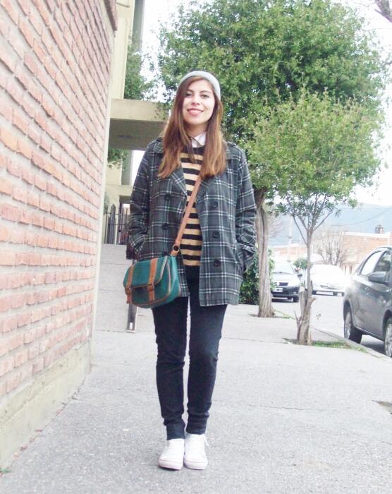 grey-plaid-coat-striped-sweater-pattern-mix-fall-winter-2015-streetstyle03