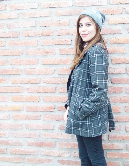 grey-plaid-coat-striped-sweater-pattern-mix-fall-winter-2015-streetstyle07