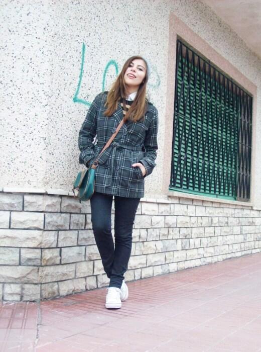 grey-plaid-coat-striped-sweater-pattern-mix-fall-winter-2015-streetstyle08