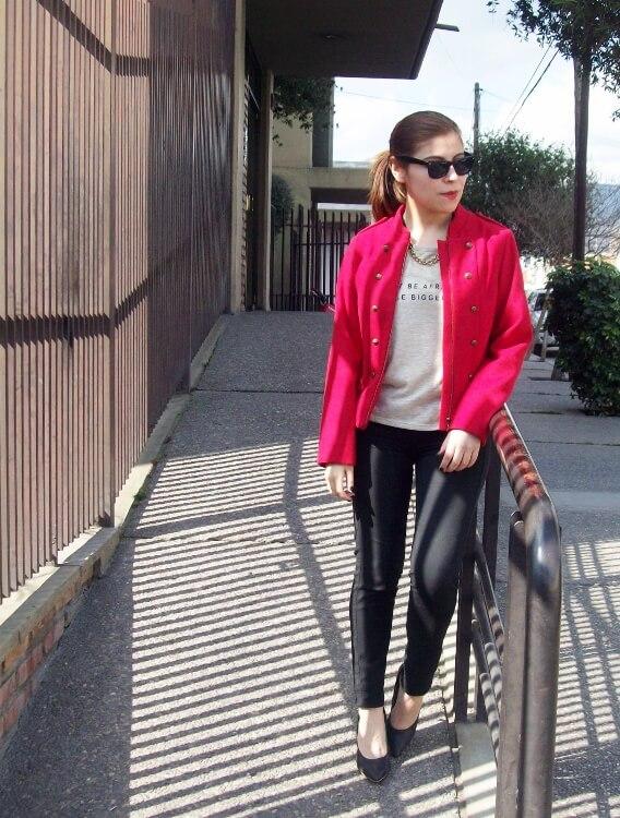 red-jacket-military-inspired-streetstyle-black-skinny-jeans-stilettos01