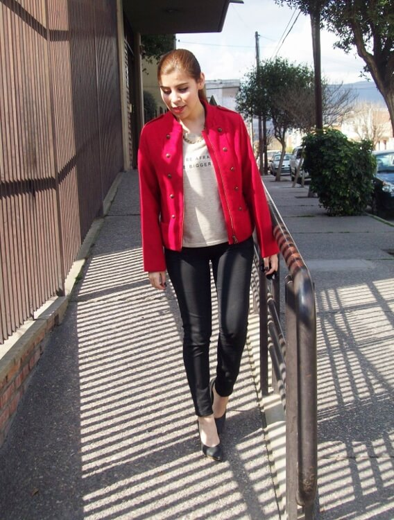 red-jacket-military-inspired-streetstyle-black-skinny-jeans-stilettos04
