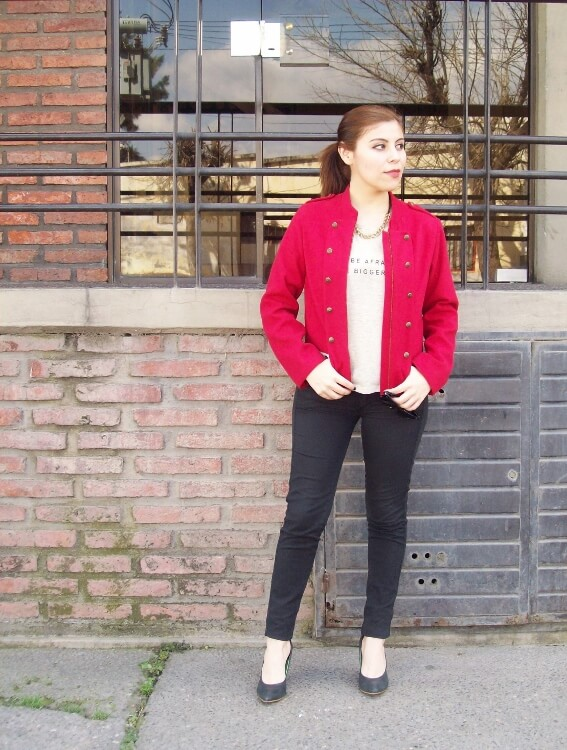 red-jacket-military-inspired-streetstyle-black-skinny-jeans-stilettos06