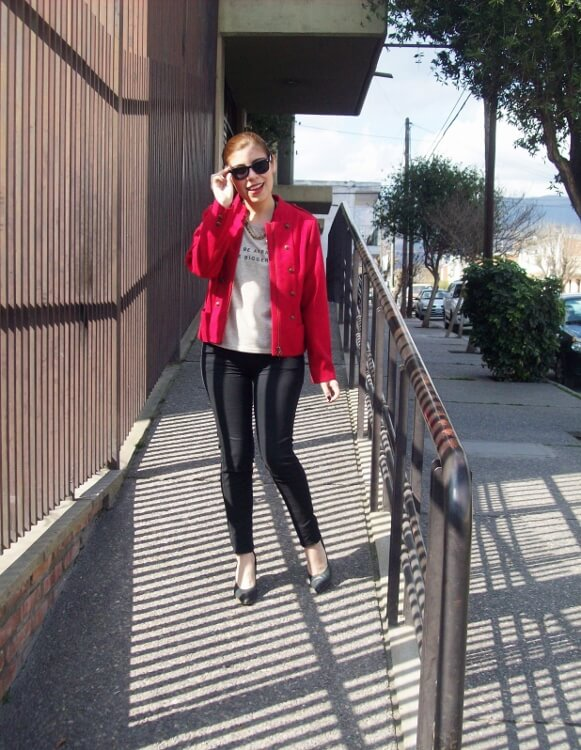 red-jacket-military-inspired-streetstyle-black-skinny-jeans-stilettos08