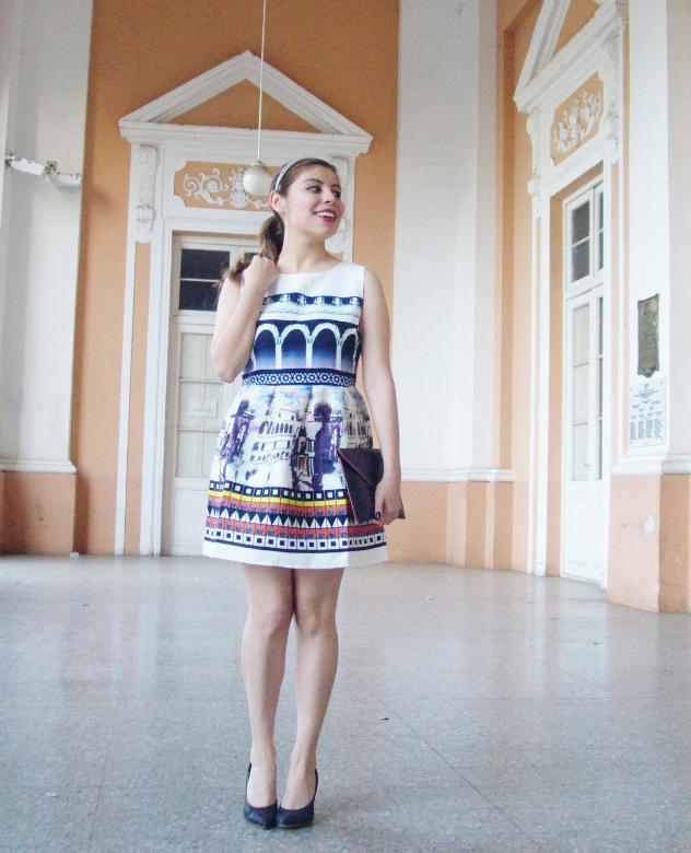 newdress-landscape-printed-fit-and-flare-dress-black-clutch-deborah-ferrero-blog-editorial10