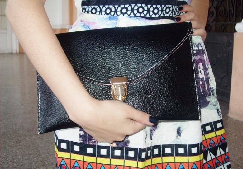 newdress-landscape-printed-fit-and-flare-dress-black-clutch-deborah-ferrero-blog-editorial11