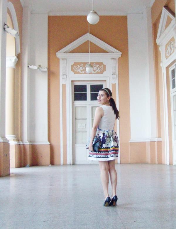newdress-landscape-printed-fit-and-flare-dress-black-clutch-deborah-ferrero-blog-editorial15
