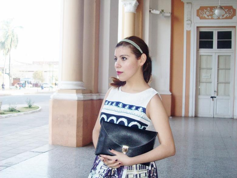 newdress-landscape-printed-fit-and-flare-dress-black-clutch-deborah-ferrero-blog-editorial19