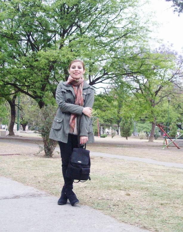parka-fluffy-sweater-maxi-scarf-olive-military-green-with-orange-streetstyle-deborahferrero-stylebydeb06