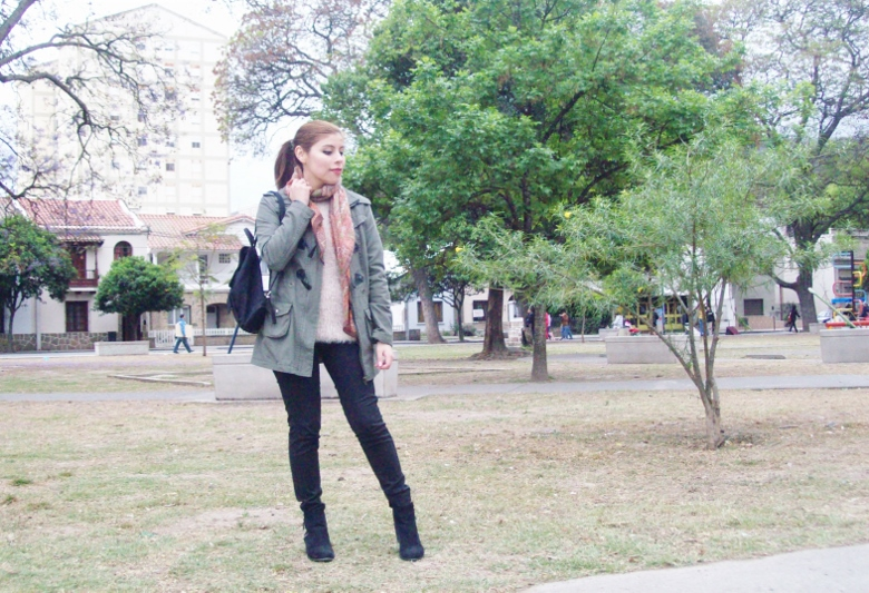 parka-fluffy-sweater-maxi-scarf-olive-military-green-with-orange-streetstyle-deborahferrero-stylebydeb14