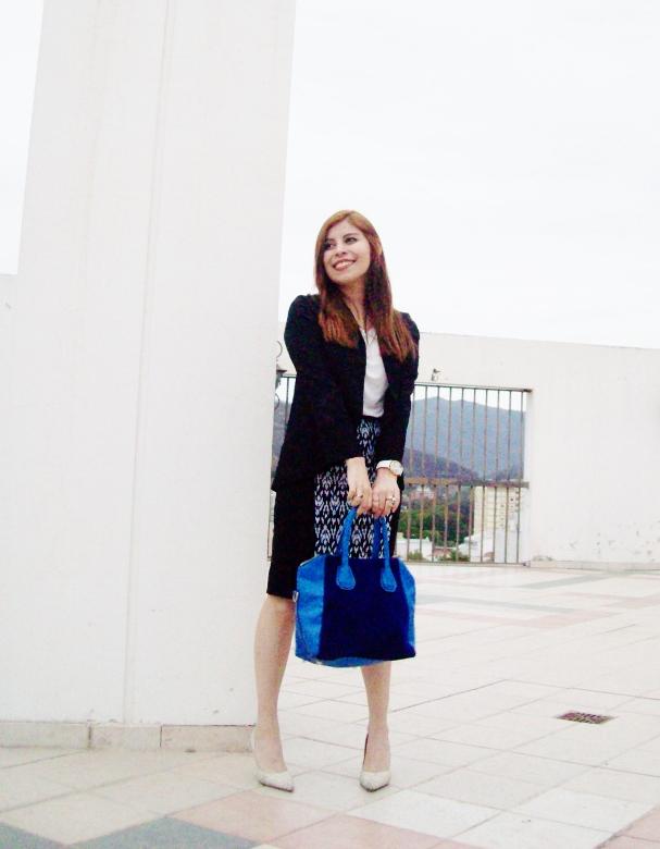 rosegal-cobalt-tote-bag-floral-watch-patterned-pencil-skirt-pr-friendly-fashion-blogger-stylebydeb-deborah-ferrero-streetstyle16