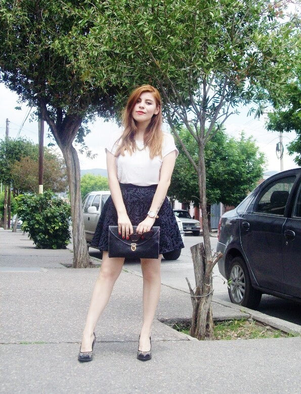 black-and-white-outfit-leopard-print-stilettos-deborah-ferrero-streetstyle-textured-skirt03
