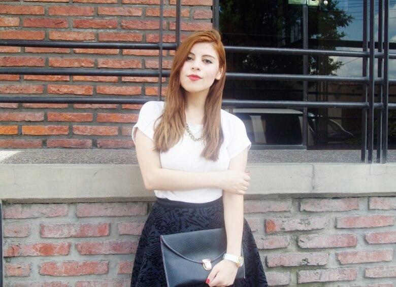 black-and-white-outfit-leopard-print-stilettos-deborah-ferrero-streetstyle-textured-skirt07