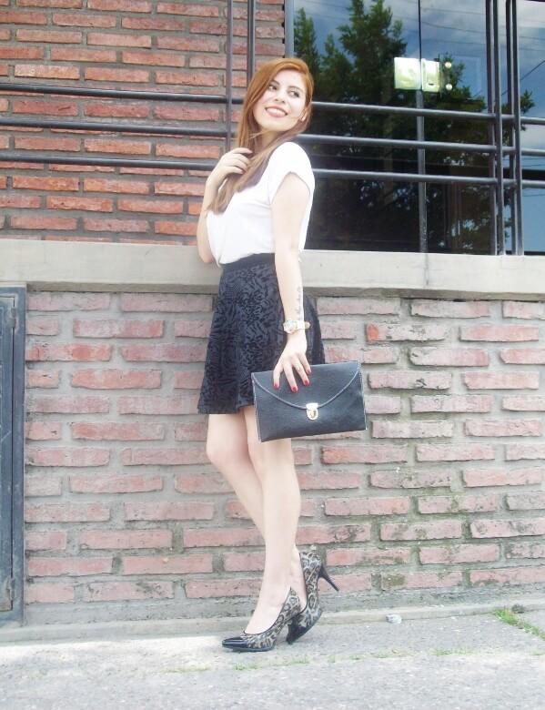 black-and-white-outfit-leopard-print-stilettos-deborah-ferrero-streetstyle-textured-skirt16