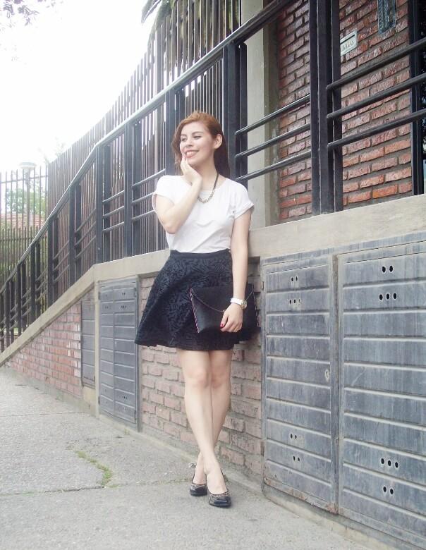 black-and-white-outfit-leopard-print-stilettos-deborah-ferrero-streetstyle-textured-skirt17