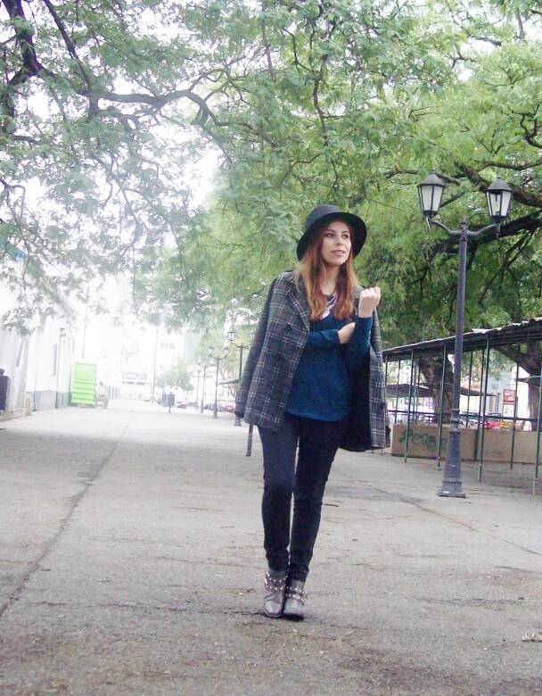 emerald-blue-sweater-black-skinny-jeans-grey-anle-boots-fall2015-streetstyle04