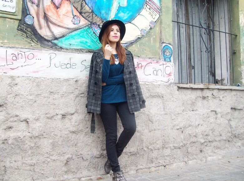 emerald-blue-sweater-black-skinny-jeans-grey-anle-boots-fall2015-streetstyle07