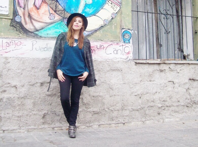 emerald-blue-sweater-black-skinny-jeans-grey-anle-boots-fall2015-streetstyle11