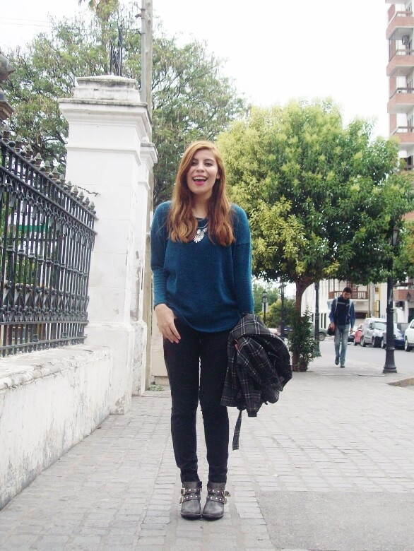 emerald-blue-sweater-black-skinny-jeans-grey-anle-boots-fall2015-streetstyle12
