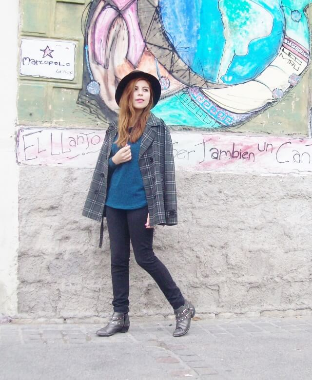 emerald-blue-sweater-black-skinny-jeans-grey-anle-boots-fall2015-streetstyle14
