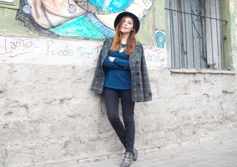 emerald-blue-sweater-black-skinny-jeans-grey-anle-boots-fall2015-streetstyle15