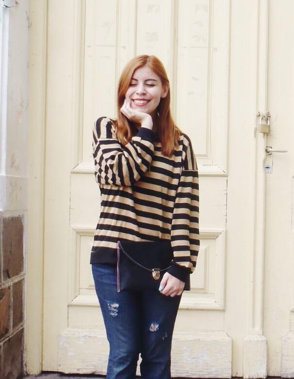 striped-sweater-ripped-bopyfriend-jeans-black-stiletto-pumps-newdress-clutch-fall2016trends-04