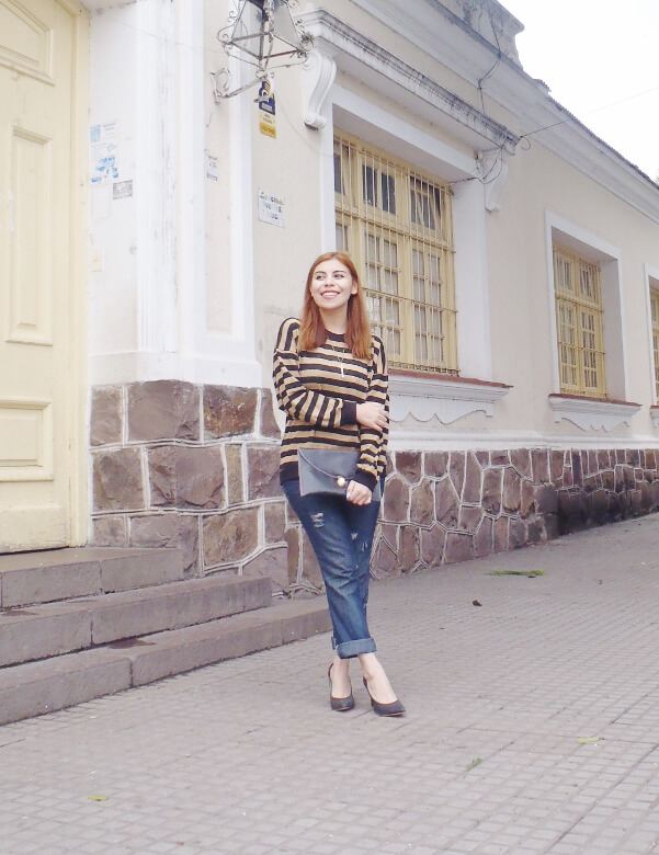 striped-sweater-ripped-bopyfriend-jeans-black-stiletto-pumps-newdress-clutch-fall2016trends-05