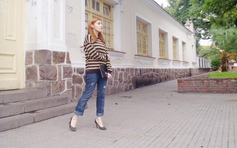 striped-sweater-ripped-bopyfriend-jeans-black-stiletto-pumps-newdress-clutch-fall2016trends-06