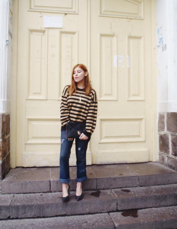 striped-sweater-ripped-bopyfriend-jeans-black-stiletto-pumps-newdress-clutch-fall2016trends-11