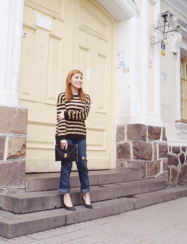 striped-sweater-ripped-bopyfriend-jeans-black-stiletto-pumps-newdress-clutch-fall2016trends-14