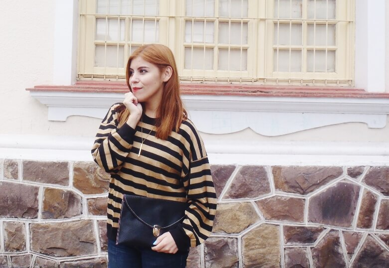 striped-sweater-ripped-bopyfriend-jeans-black-stiletto-pumps-newdress-clutch-fall2016trends-15