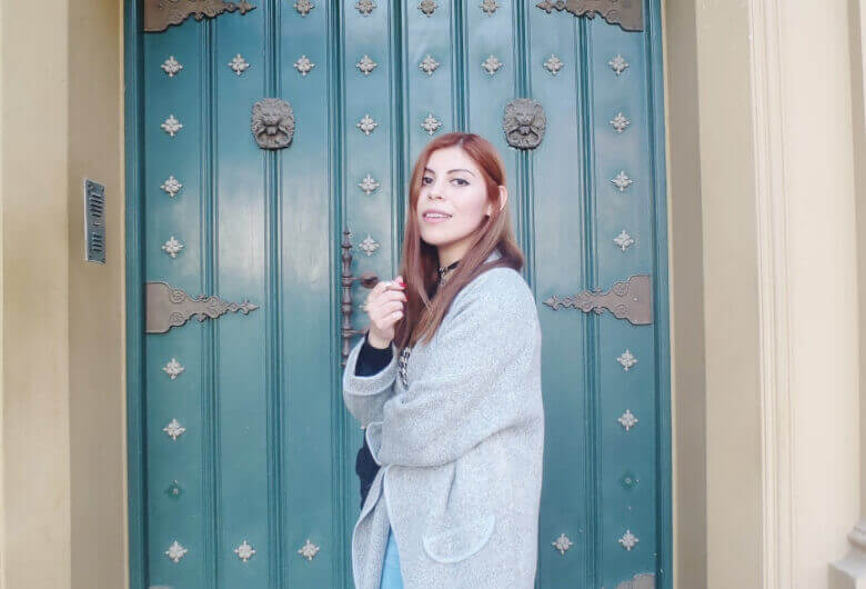 romwe gray long coat light blue jeans converse sneakers choker deborah ferrero streetstyle style by deb04