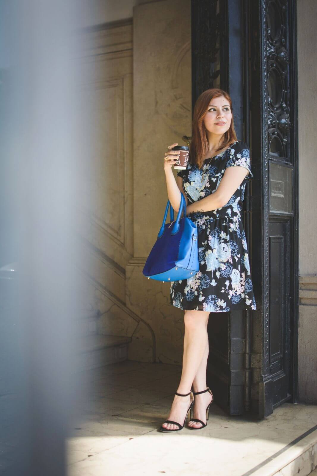 gamiss-black-strappy-sandals-blue-floral-dress-rosegal-cobalt-blue-tote-bag-deborah-ferrero-style-by-deb04