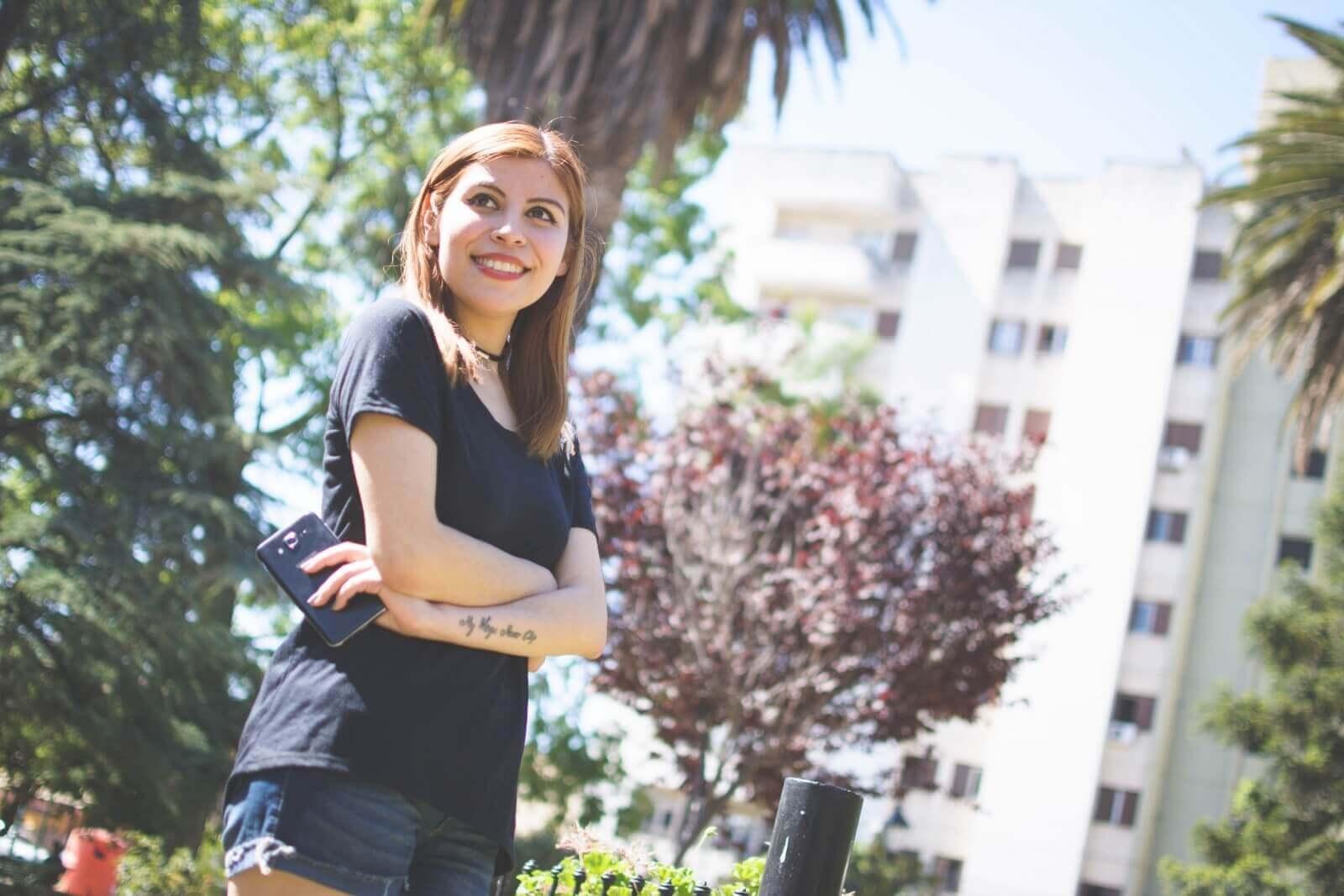 black-tshirt-jeans-california-girl-outfit-ankle-booties-summer-in-black-deborah-ferrero-style-by-deb03