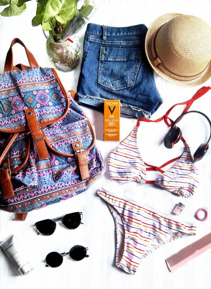 packing wisely style by deb summer holidays travel flatlay 01