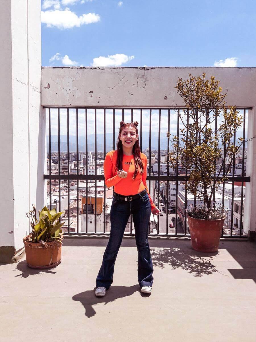 babe orange bodysuit deborah ferrero influencer salteña oeyes