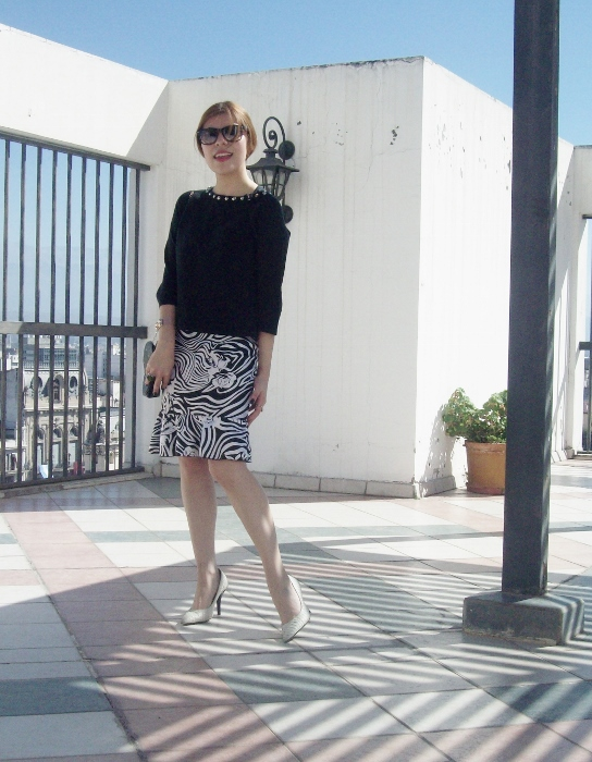 Pattern-flared-skirt-zebra-fashion-blogger-streetstyle-officewear-01