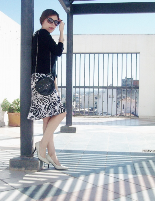 Pattern-flared-skirt-zebra-fashion-blogger-streetstyle-officewear-02