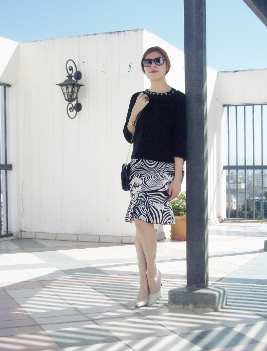 Pattern-flared-skirt-zebra-fashion-blogger-streetstyle-officewear-03
