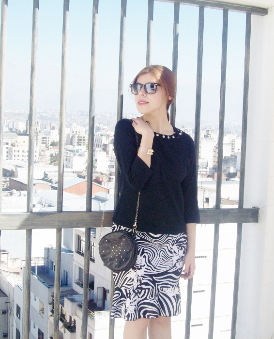 Pattern-flared-skirt-zebra-fashion-blogger-streetstyle-officewear-04