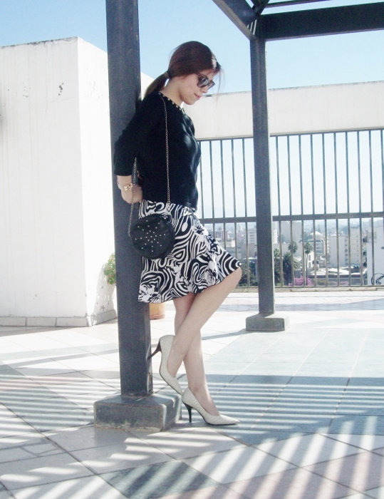 Pattern-flared-skirt-zebra-fashion-blogger-streetstyle-officewear-07