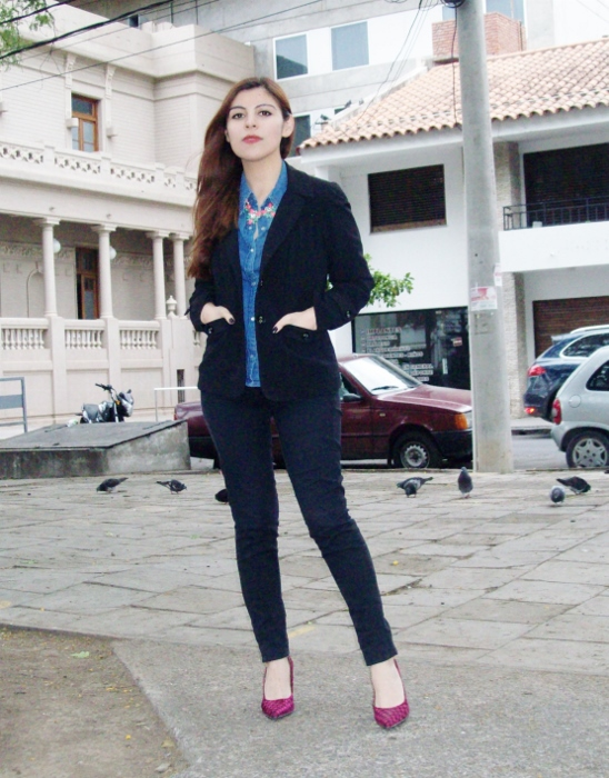 black-suit-denim-chambray-shirt-stilettos-pink-shoes-officewear02