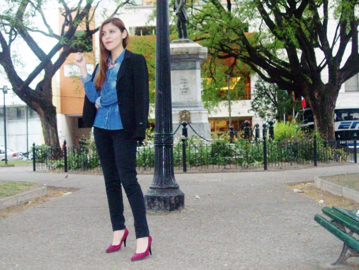 black-suit-denim-chambray-shirt-stilettos-pink-shoes-officewear11