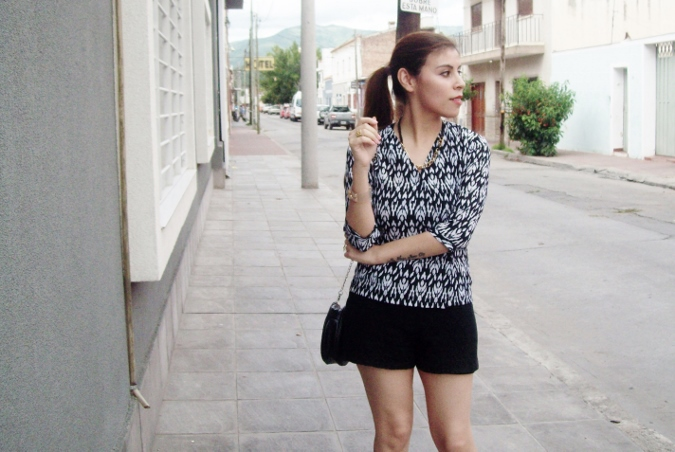 blackandwhite-printed-blouse-summer2015-streetstyle-casual07