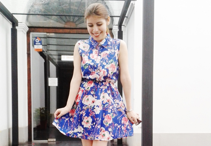 blue-floral-dress-pink-shoes-pumps-streetstyle-blogger-argentina04