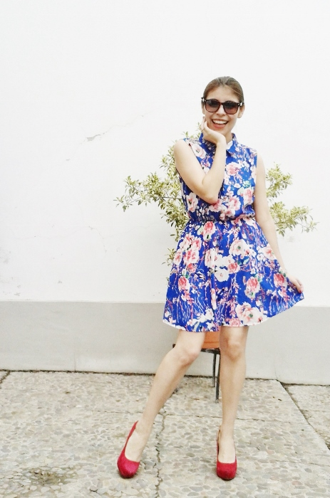 blue-floral-dress-pink-shoes-pumps-streetstyle-blogger-argentina05
